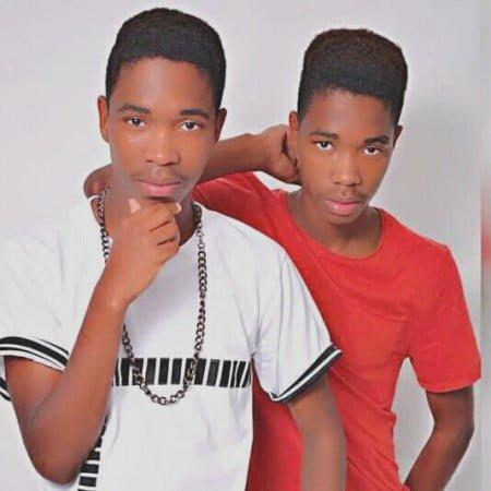 The Unique Twinz - Ngyadlu'mfazi Uyageza mp3 download free lyrics